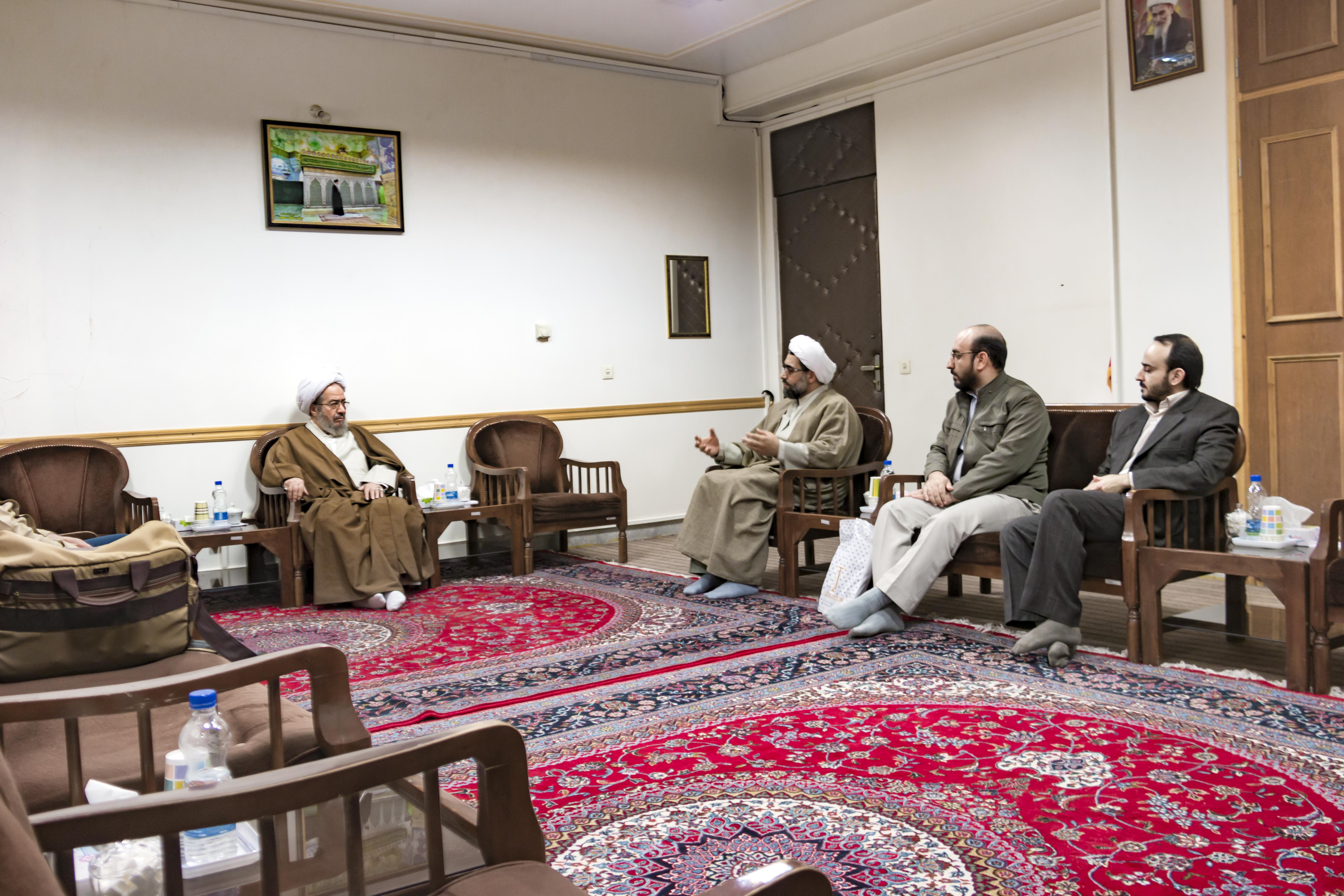 دیدار اعضای موسسه بهداشت معنوی با آیت الله مقتدایی
